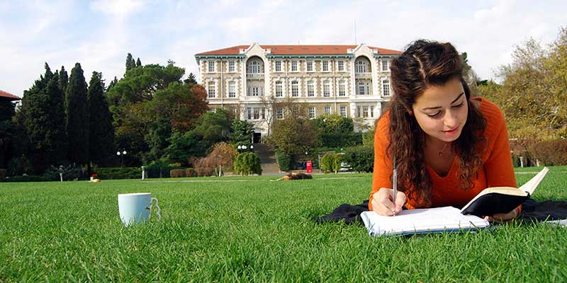 Article Image What Admissions Officers Look For In Your Essay